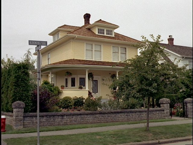A picture of the Yellow House (13).