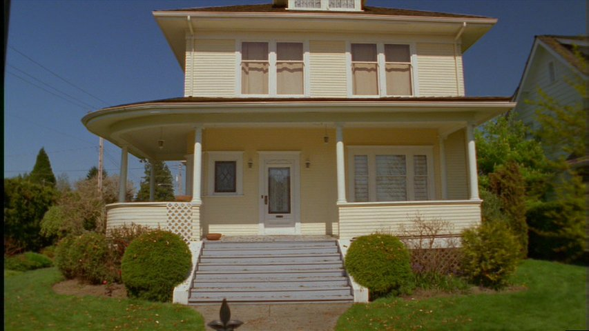 A picture of the Yellow House (17).