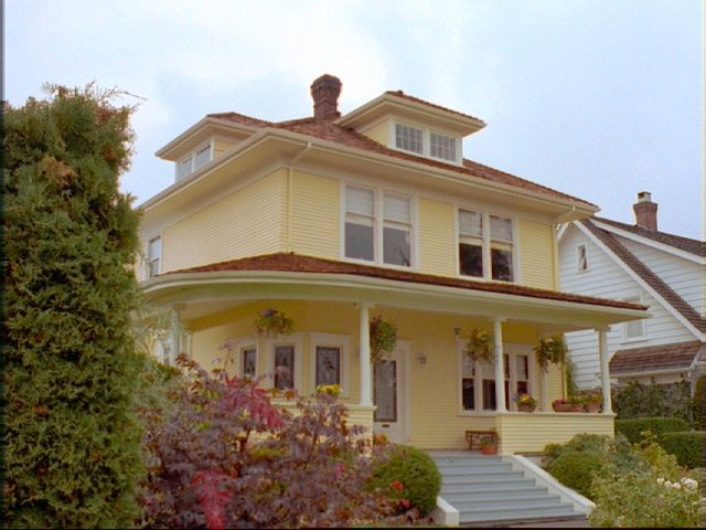 A picture of the Yellow House (7).
